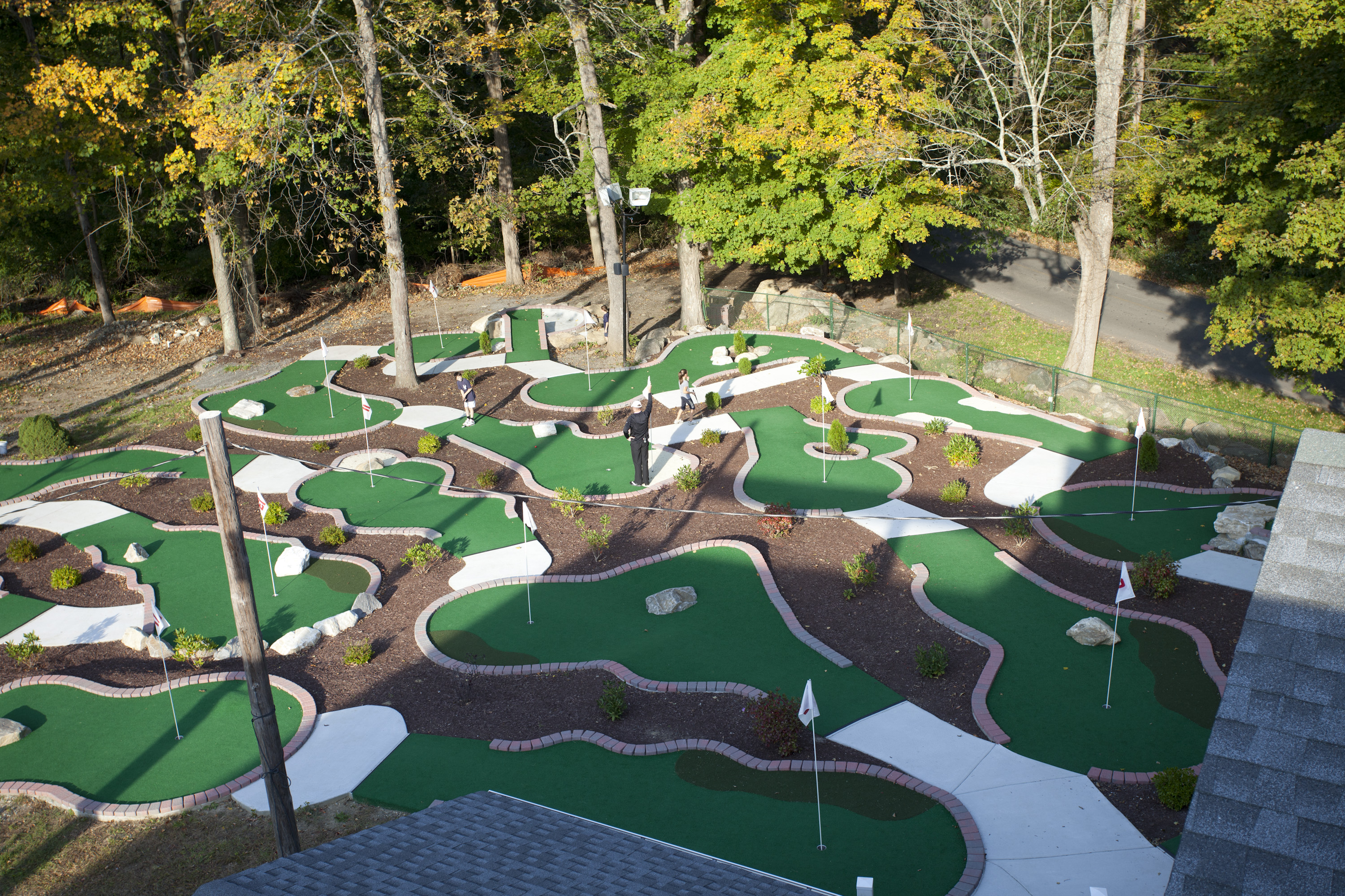 research mini golf Miniature golf, also known as minigolf, or putt-putt, is an offshoot of the sport of golf focusing solely on the putting aspect of its parent game.
